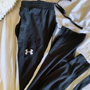 Woman's under armour fitted track pants size med